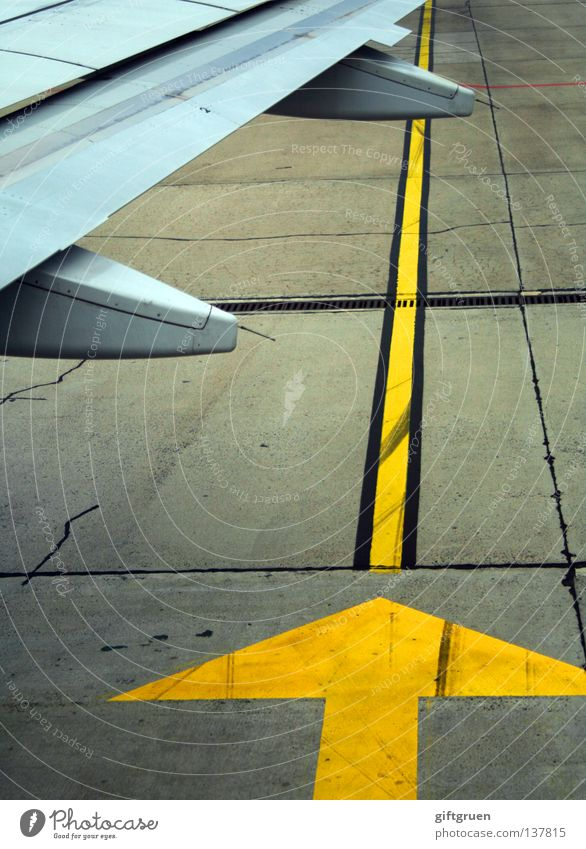 altitude 0.0 ft. Airplane Runway Front end Wing Ground markings Arrival Covers (Construction) Aviation Industry Airport outward position Vacation & Travel Arrow