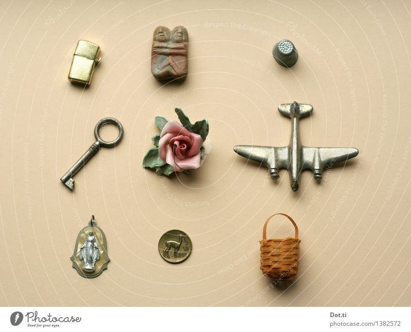 Metal Decoration Things Airplane Rose Kitsch Collection Memory Figure Nostalgia Key Basket Coin Pendant Virgin Mary Odds and ends