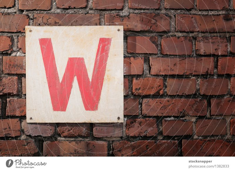 W Old Red Wall (building) Dirty Signage Sign Letters (alphabet) Brick Square Object photography Lettering Antique