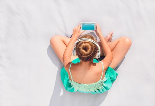 Girl listening to music from mobile phone Lifestyle Relaxation Leisure and hobbies Summer Music Child Telephone Human being Youth (Young adults) 1 8 - 13 years