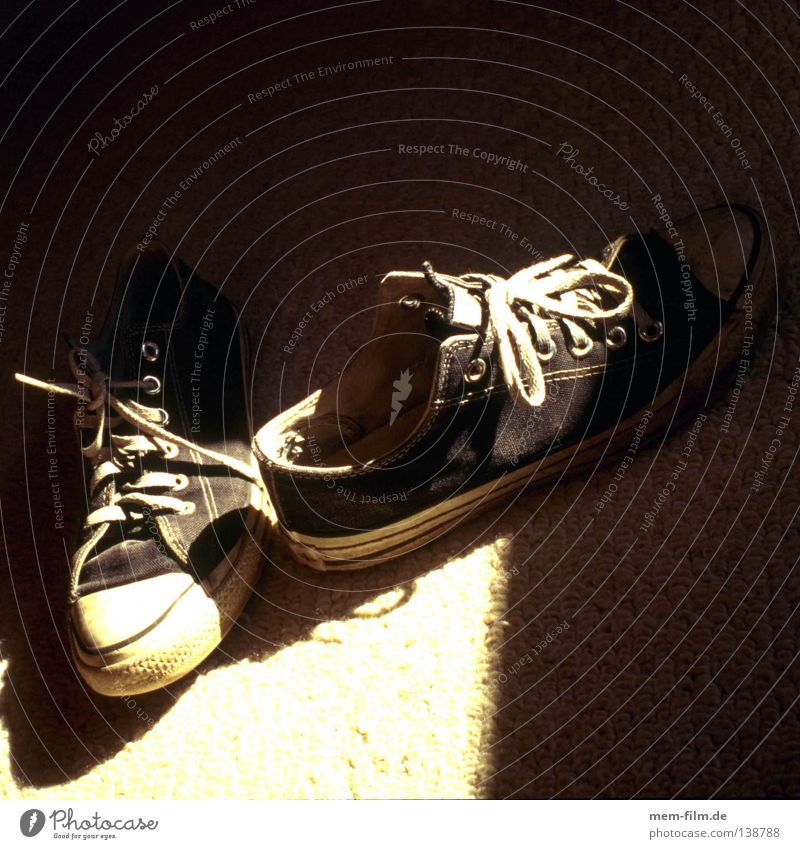 sneakers Sneakers Footwear Black White Light Shoelace Carried Jump Style Leisure and hobbies Shadow second hand Old used Basketball