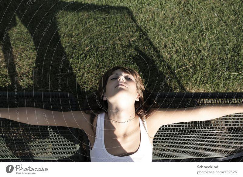 summer sleep Woman Park Munich Necklace Summer Meadow Green Hand Top Shirt Armpit Bra Sleep Relaxation Grating Grid Eyelash Make-up Contentment Beautiful Garden