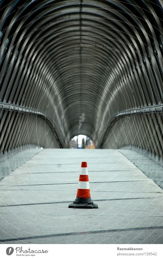 Modern Bridge Stripe Infinity Hat Iron-pipe Tunnel Passage