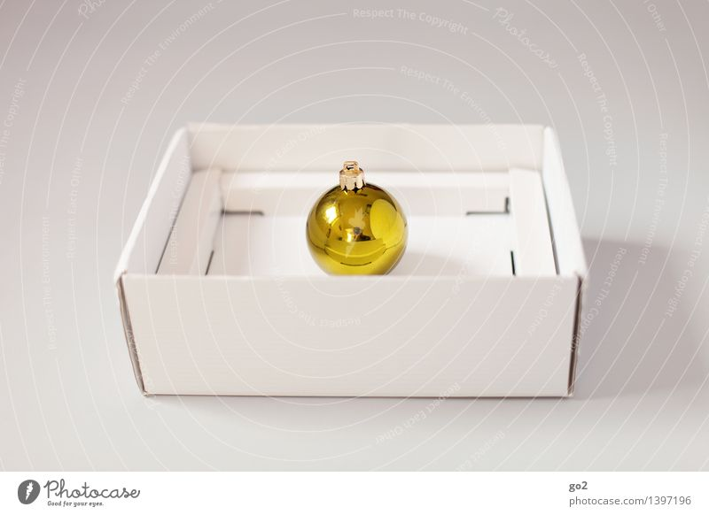Christmas & Advent White Yellow Design Gold Esthetic Gift Simple Surprise Anticipation Packaging Cardboard Glitter Ball Packaging material