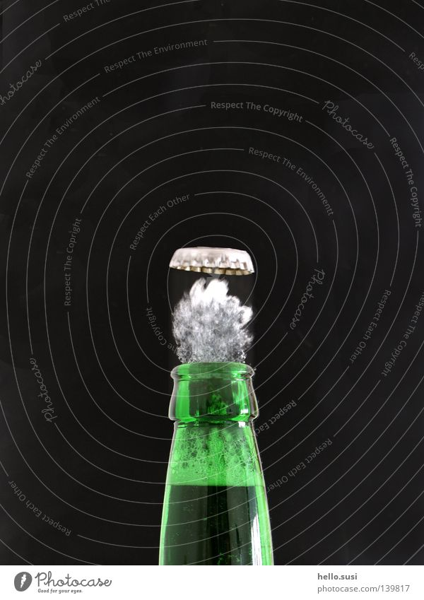 peng Beverage Beer Bottle Alcoholic drinks Drinking Green Thirst Crown cork Bottle of beer Foam Pressure Speed Neck of a bottle Dynamics Snapshot Noise