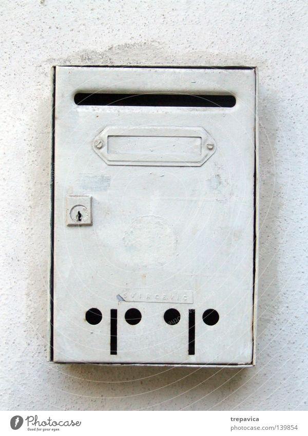 post Living or residing briefkasten weiss haus Mail wand einsam leer warten Altbier rechnung postkaste schlitz schreiben metall schicken Letters (alphabet) Old