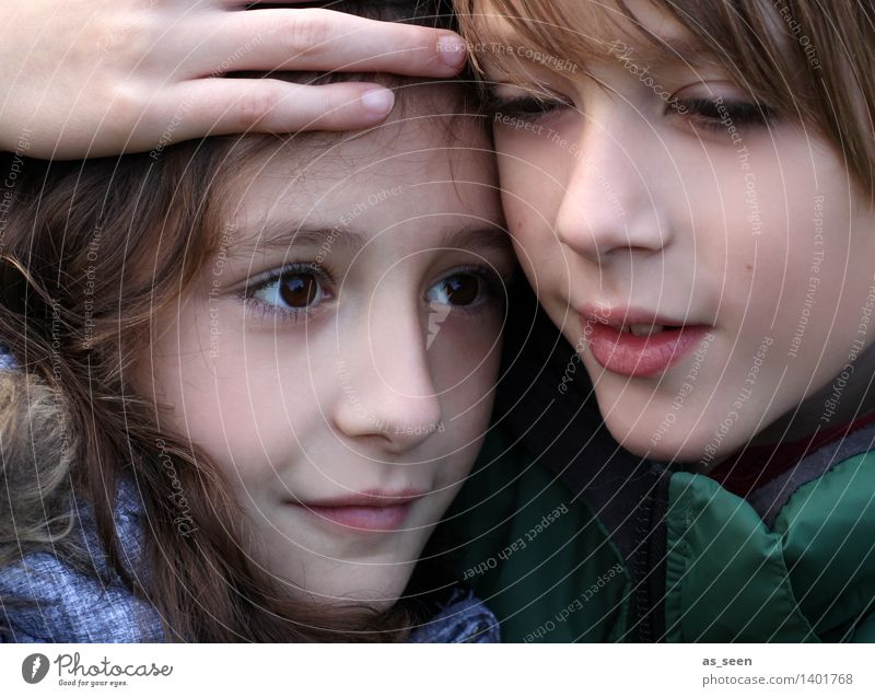 Brother and sister Girl Boy (child) Brothers and sisters Sister Family & Relations Infancy Life Head Hand 2 Human being 8 - 13 years Child Touch Smiling