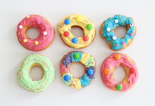 Sweet candy Food Dough Baked goods Cake Donut Nutrition To have a coffee Fast food Finger food Lifestyle Shopping Style Design Harmonious Leisure and hobbies