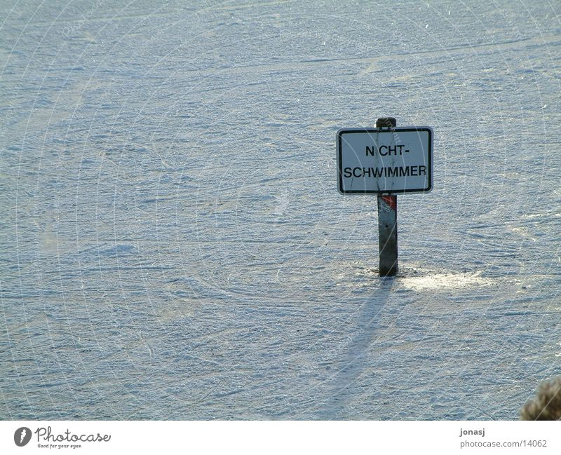 non-swimmer Frozen surface Winter Cold White Photographic technology Signs and labeling Non-swimmer Swimming & Bathing Snow Warning label