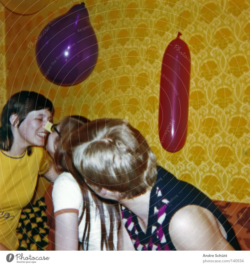 Red Family & Relations Joy Yellow Party Happy Retro Balloon Violet Wallpaper Living room Parents Respect Match Seventies Former