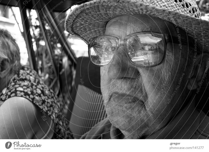 Wise Guy Grandfather Senior citizen Calm To be silent Rest Watchfulness Memory Wisdom Smart Old Transience Past Straw hat Eyeglasses Reflection Unfriendly Evil