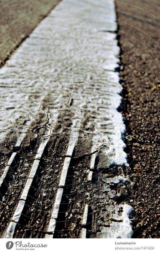 Lanes & trails Road traffic Signs and labeling Beginning Transport Speed Arrangement Dangerous Driving Lawn Floor covering Threat Asphalt Stop Tracks Stripe