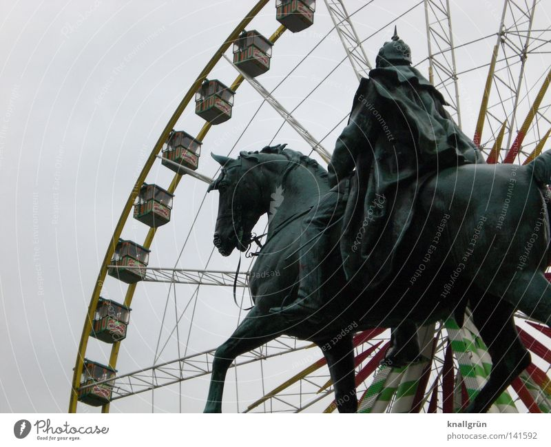 Man Old Joy Work and employment Horse Modern New Vantage point Discover Statue Monument Past Fairs & Carnivals Landmark King Cape