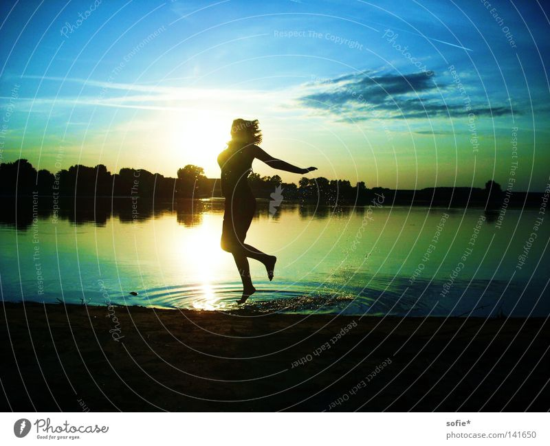 Water Sun Joy Jump Coast River Inject Elbe Evening sun Splash of water