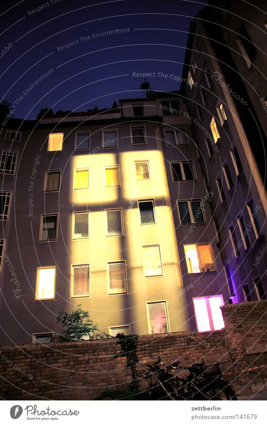 Sky House (Residential Structure) Lamp Berlin Window Lighting Night Facade Night sky Farm Illuminate Backyard Neighbor Phenomenon Awareness