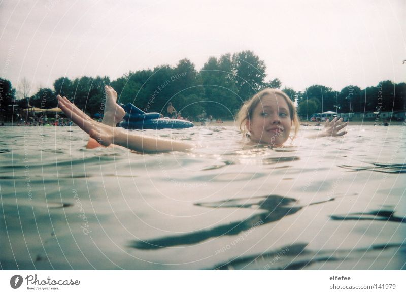 see what I can do! Water Lake Swimming pool Swimming & Bathing Summer Blonde Braids Curl Nose Mouth Hand Feet Acrobatics Work of art Joy Relaxation Trip
