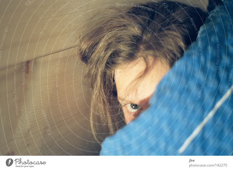 shy Woman Youth (Young adults) Timidity Hide Fear Fatigue Late Blanket Wall (building) Eyes Wood Disheveled Human being Chräjenäscht