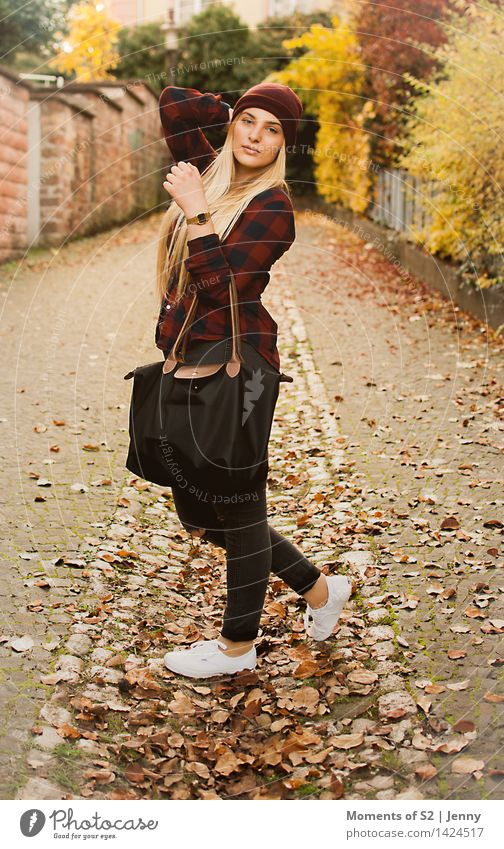 Chiara - Fashion Lifestyle Human being Feminine Young woman Youth (Young adults) Body 1 18 - 30 years Adults Autumn Small Town Accessory Footwear Blonde