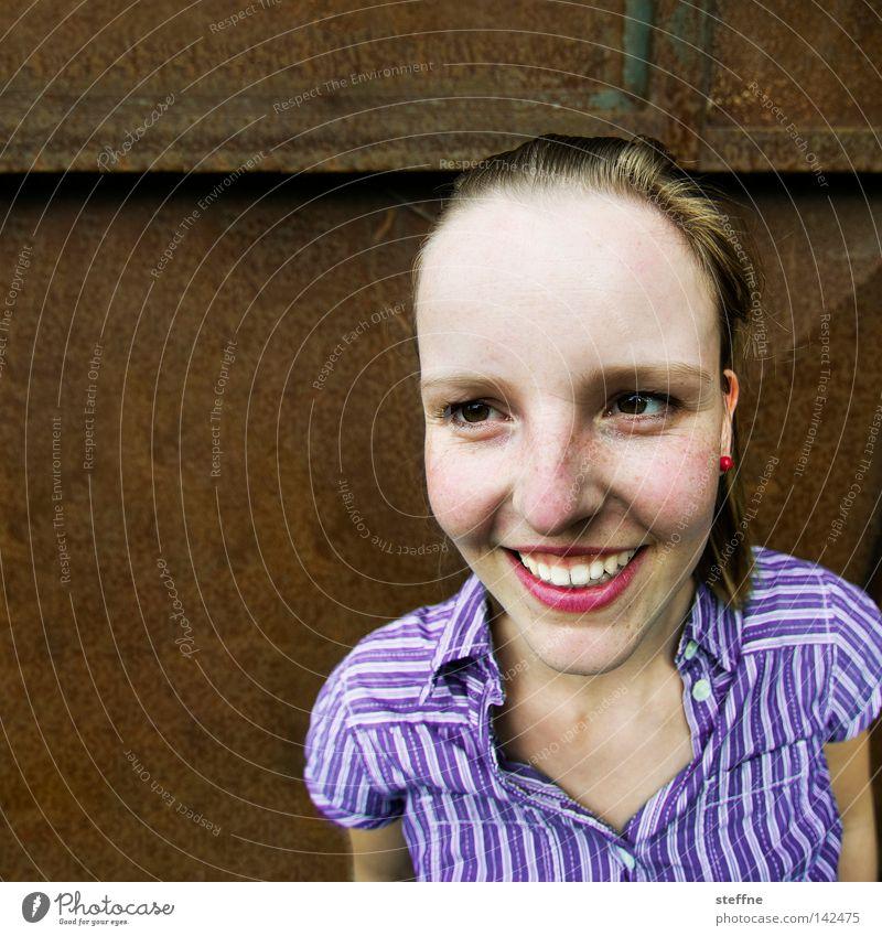 Straylefemale [Weimar 2008] Woman Lady Feminine Laughter Happiness Joy Friendliness Congenial Open Communicative Communicate Beautiful Sweet Blouse Violet Brown