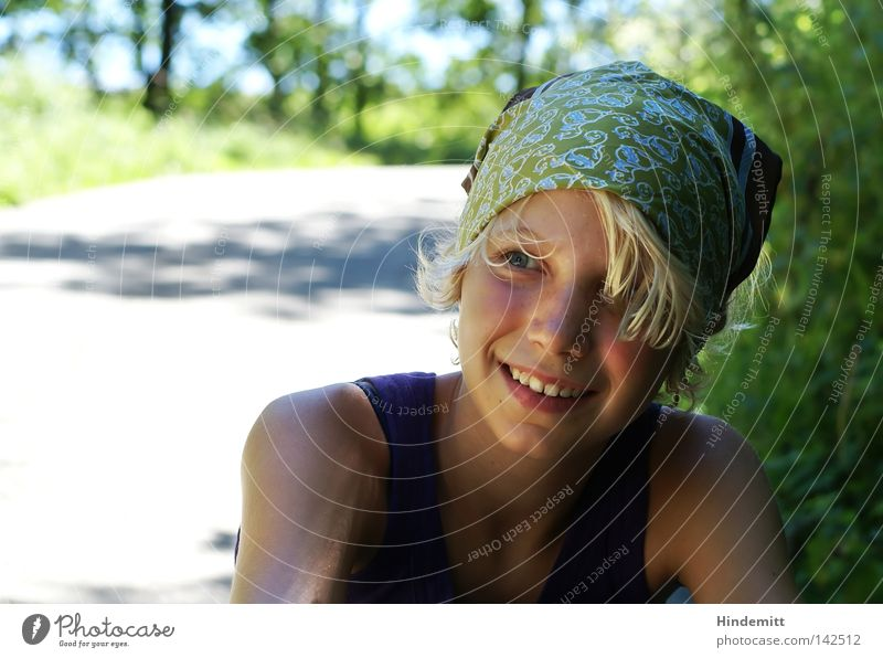 breather Girl Headscarf Hair and hairstyles Nose Eyes Teeth Laughter Upper arm Lanes & trails Tree Breathe Relaxation Break Wait Effort Happiness Beautiful