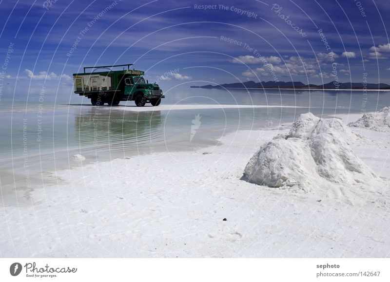 camión del sal Truck Lake Salt  lake Bolivia Salt flats Salar de Uyuni La Paz Green Transporter Delivery truck Kaili Mining Calm Relaxation Infinity Rest White