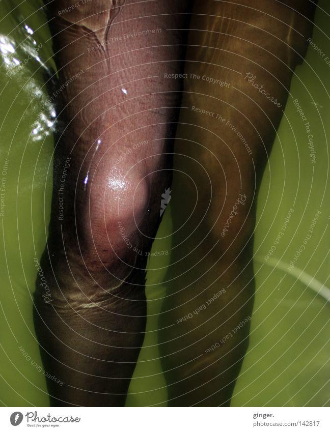I saw your knee ... Waves Bathtub Bathroom Legs Water Stockings Tights Movement Wet Yellow Green Black Damp Greeny-yellow Nylon Knee Thigh Splashing Loop