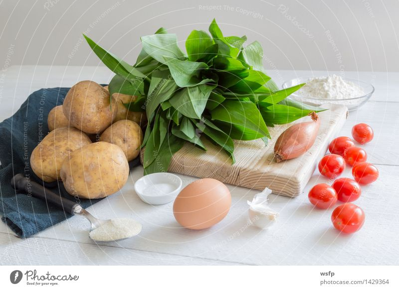 Green White Vegetarian diet Ingredients Self-made Potatoes Onion Garlic Prepare the food Club moss Torpedo noodles Gnocchi