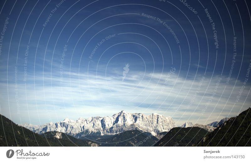 no amoi dö Zugspitz, göi Zugspitze Tall Upward High mountain region Mountain Mountaineering Hiking Clouds Cirrus Altocumulus floccus Cumulunimbus cloud Stone