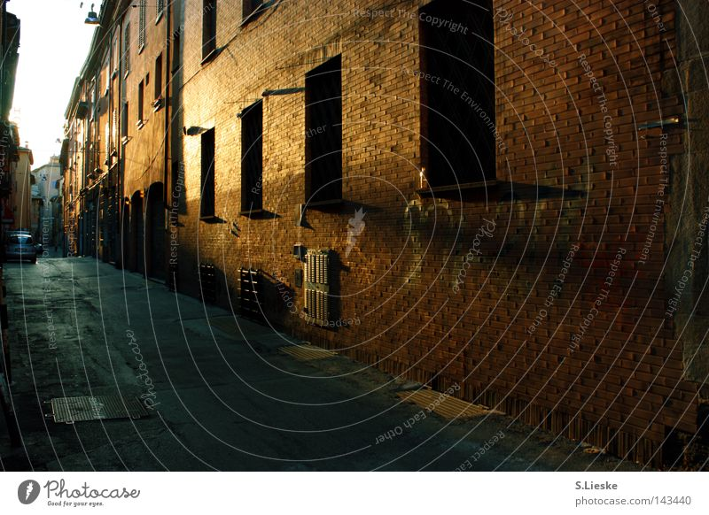 Bella Italia Wall (barrier) House (Residential Structure) Light Alley Traffic infrastructure Street Sun Shadow Loneliness