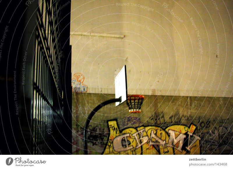 City House (Residential Structure) Wall (building) Sports Graffiti Playing Berlin Leisure and hobbies Facade 3 Circle Ring Throw Basket Playground Basketball