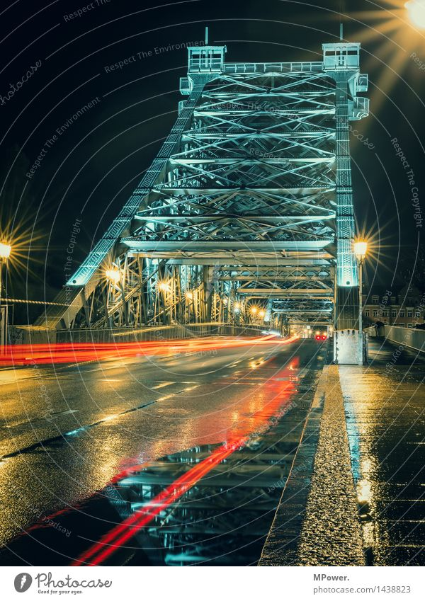 Street Architecture Lighting Movement Transport Wet Bridge Manmade structures Landmark Monument Steel Tourist Attraction Navigation Traffic infrastructure