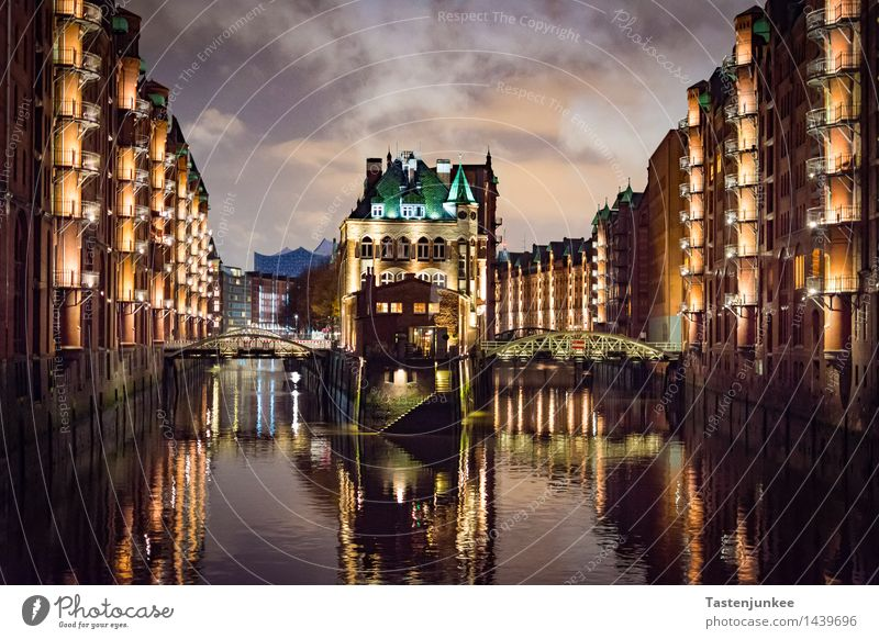 City Calm House (Residential Structure) Germany Facade Europe Bridge Hamburg Manmade structures Harbour Factory Downtown Tourist Attraction Port City Old warehouse district Reeperbahn
