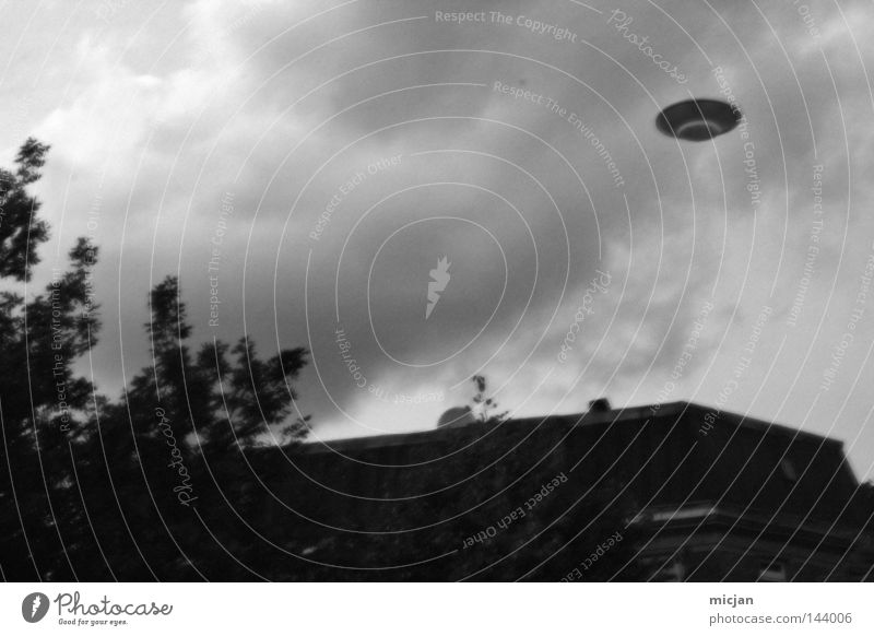 SPOTHNIIN UFO Stranger Foreign Flying Things Roof Building Black & white photo Gray scale value Monochrome Sky Saucer Unfamiliar Extraterrestrial being Looking