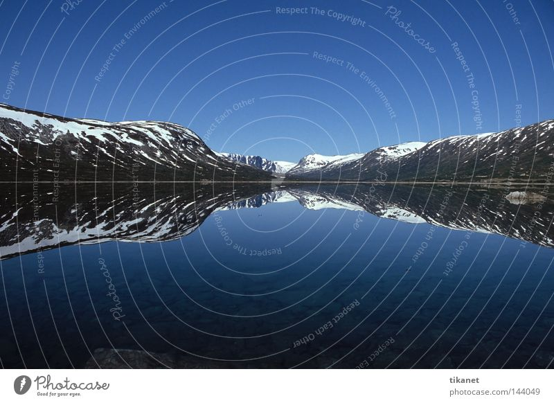 Top and bottom Norway Lake Mountain Snow Reflection Water Smoothness Far-off places Calm Wide angle Horizon Symmetry Autumn Breidalsvatn