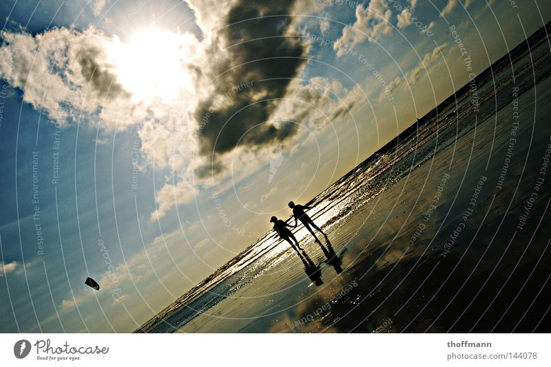 Just weird! Clouds Woman 2 Beach Waves Ocean Kiting Horizon To enjoy Vacation & Travel Beautiful Reflection Friendship Together Joy Summer Sky Sun sea Water