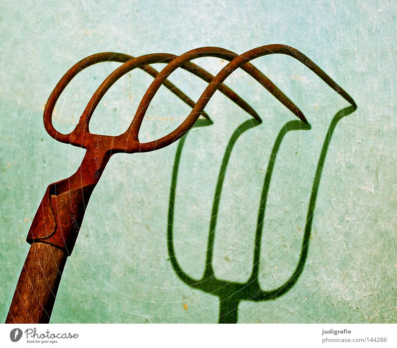 four-pointed Pitchfork Light Shadow Tool Agriculture 2 3 4 Point Steel Smith Forge Weapon Barn Concrete Colour Craft (trade) mulching fork dunggabel