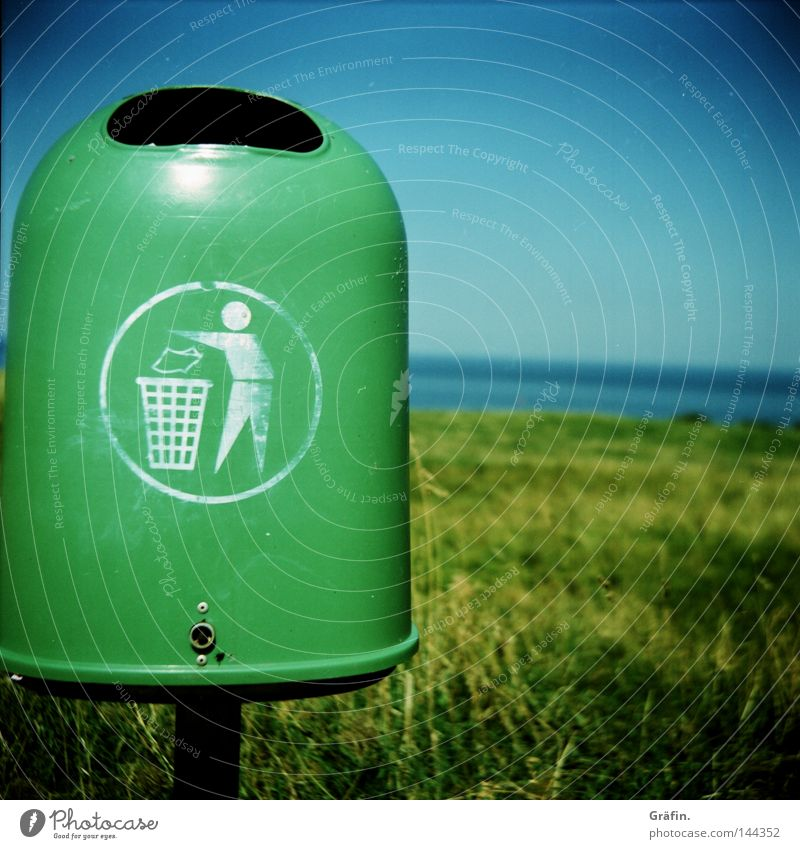 Recycling Green Dirty Horizon Island Trash Obscure Signage Stick Environmental protection Trash container Keg Dispose of Throw away Helgoland Green trash can