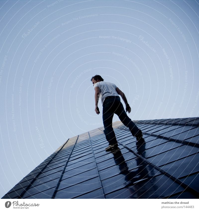 WHO IS THE MAN Mountaineering Free-climbing Ramp up Gravity Force Spider Spider legs Spider's web Dangerous Comic Dusk Action Movement Speed Monument