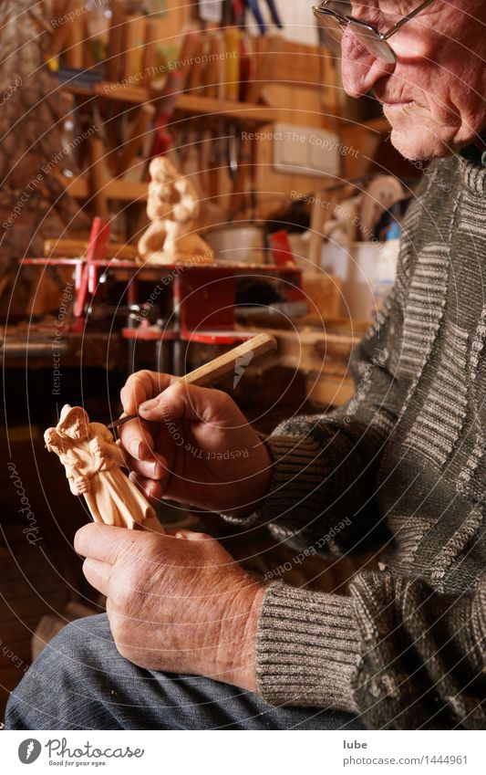 carvings Work and employment Craftsperson Craft (trade) Tool Masculine Grandfather Senior citizen 1 Human being 60 years and older Wood Contentment carver