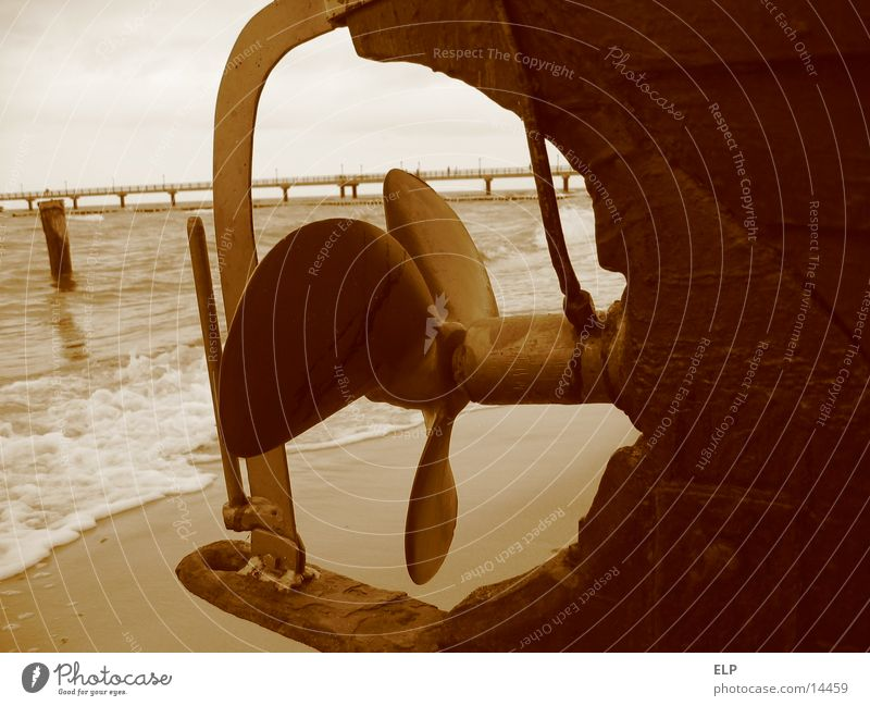 ship's propeller Watercraft Fishing boat Marine propeller Iron Sea bridge Ocean Brown Leisure and hobbies wooden boat Metal