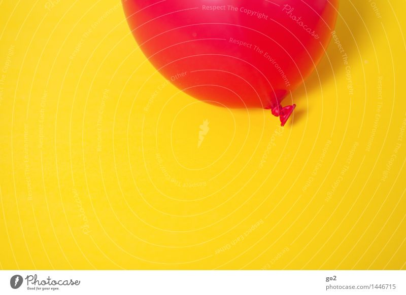Colour Red Joy Yellow Feasts & Celebrations Flying Party Leisure and hobbies Decoration Birthday Happiness Esthetic Joie de vivre (Vitality) Simple Round