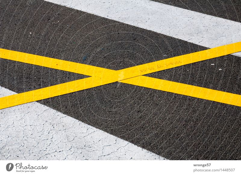 Cross and cross Transport Traffic infrastructure Street Road sign Sign Signs and labeling Crucifix Line Stripe Under Town Yellow Black White Marker line