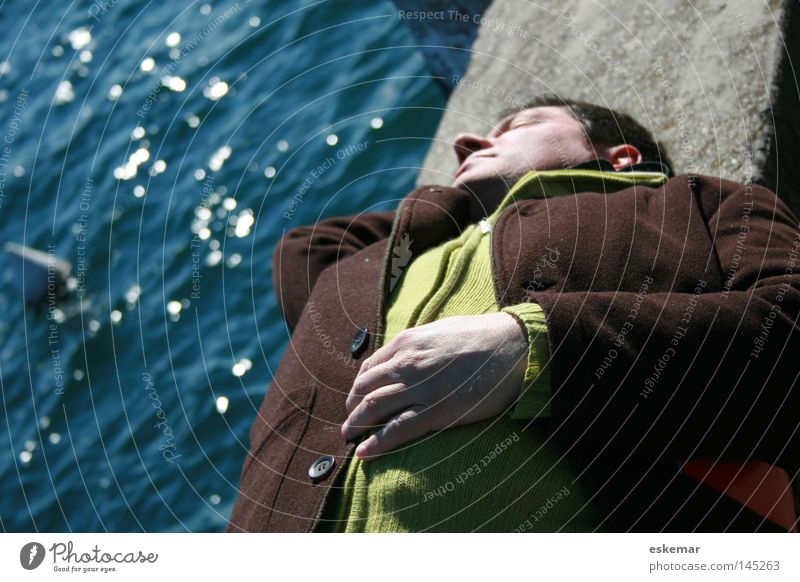 Man Nature Water Green Ocean Winter Black Relaxation Autumn Hair and hairstyles Wall (barrier) Lake Sleep Lie Masculine