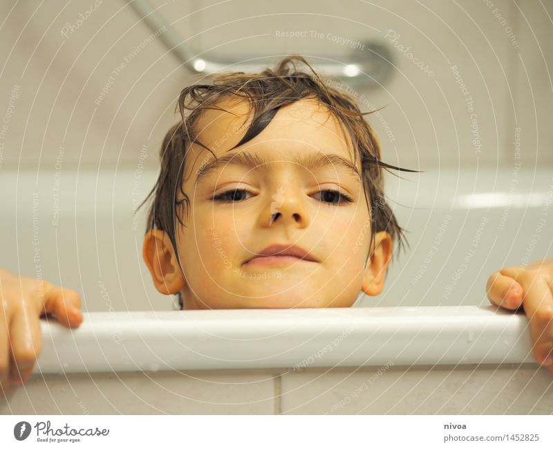 Appeared Relaxation Spa Human being Masculine Child Boy (child) Head 1 3 - 8 years Infancy Water Short-haired Observe To enjoy Crouch Swimming & Bathing Brash