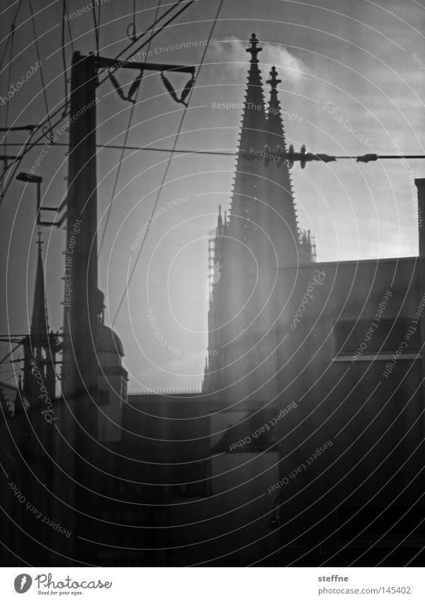 Photokina, please disembark. Cologne Dome Railroad Electricity Town Black White Religion and faith Church Approach road House of worship Landmark Monument hell