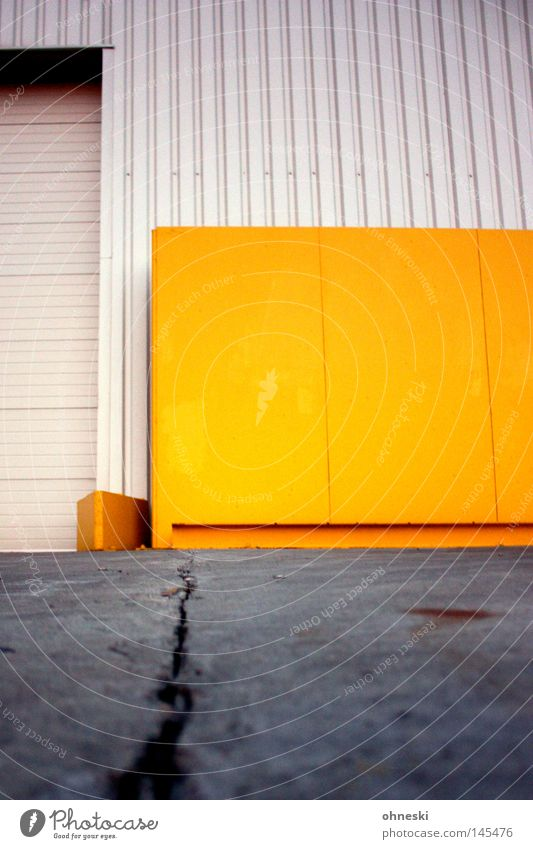Yellow Colour Work and employment Wall (building) Industry Gate Steel Warehouse Hall Crack & Rip & Tear Production Tar Pierce Shift work