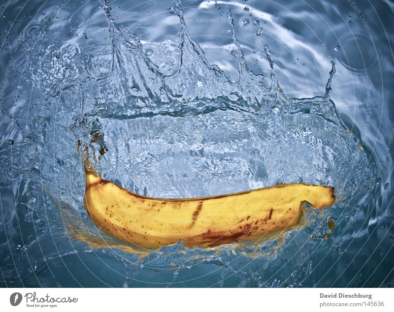 fresh banana Banana Drops of water Splash of water Fluid Clarity Object photography Snapshot Food photograph