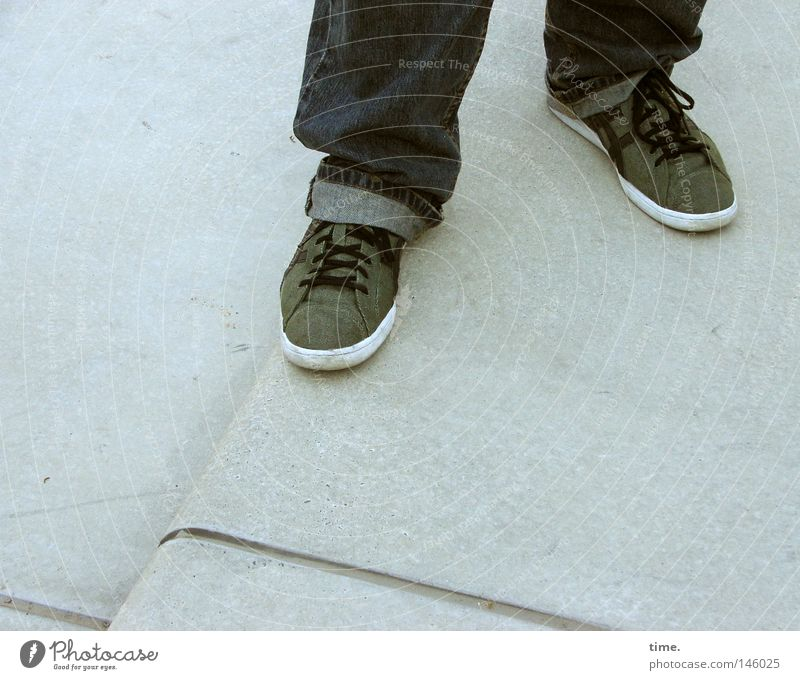 HH08.3 - Support leg & play leg Legs Feet Stairs Clothing Pants Jeans Footwear Stone Gray Green Shoelace Easygoing Mainstay 2 Textiles Corner Detail