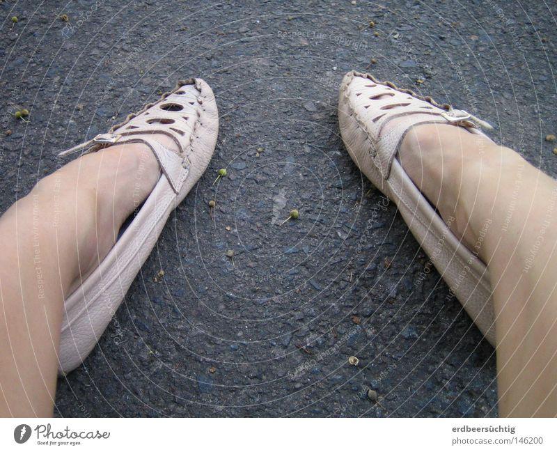 Woman Gray Feet Footwear Legs Wait Pink Sit Corner Floor covering Point Station Sidewalk Boredom Traffic infrastructure Pallid