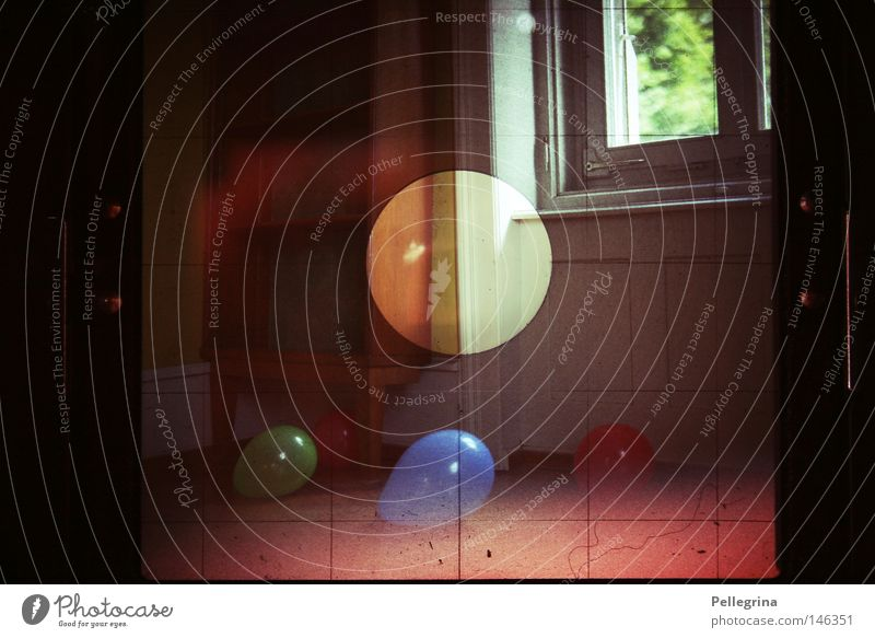 the world behind Window Wood Analog Chest of drawers Light Dazzle Colour wheels Perspective Room Digital photography sharp Patch Balloon